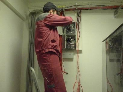 Какие электромонтажные работы проводятся в домах Омска?