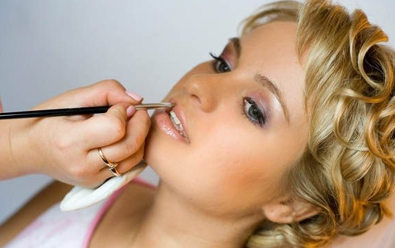 Где найти курсы по макияжу в Омске?