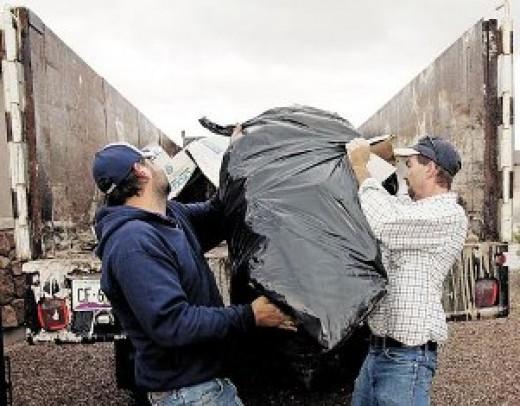 Вывоз мусора в Новосибирске осуществляют компании представленные в справочнике Новосибирскгид