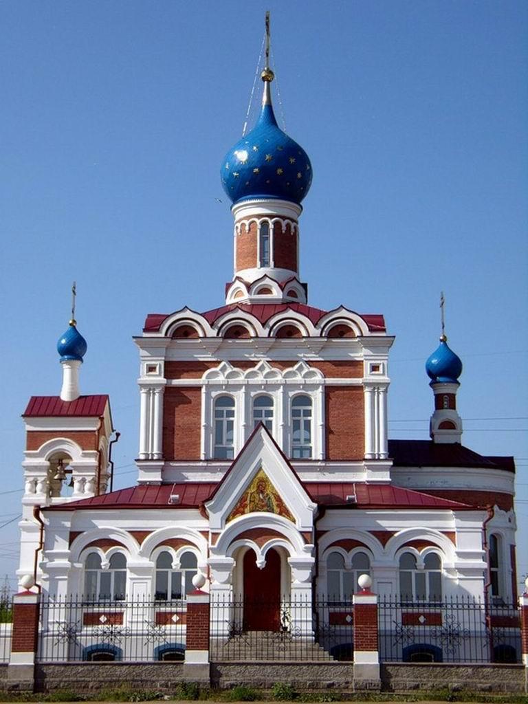 Какие храмы Новосибирска посещают люди?