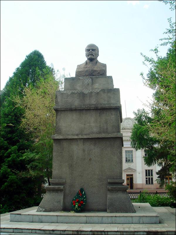 Памятник Ленину на ул. Богдана Хмельницкого