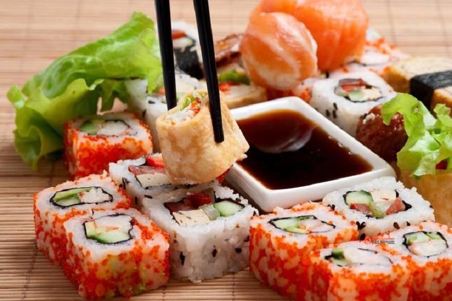 Где поесть суши в Омске? Доставка суши в Омске.