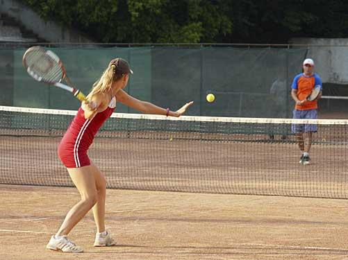 Где поиграть в большой теннис в Омске?