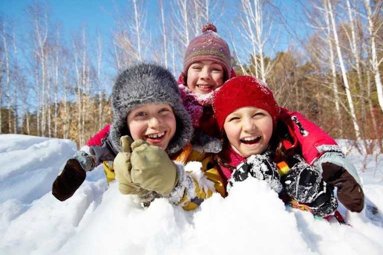 Куда отправить ребенка на зимних каникулах в Омске? Детские зимние лагеря в Омске